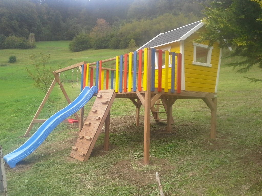Otroška zunanja lesena igrala