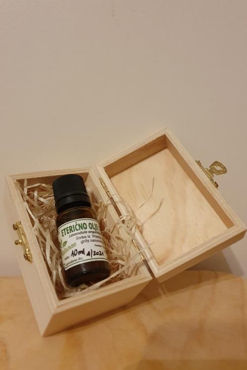 Eterično olje sivke v leseni škatlici Grily naturae