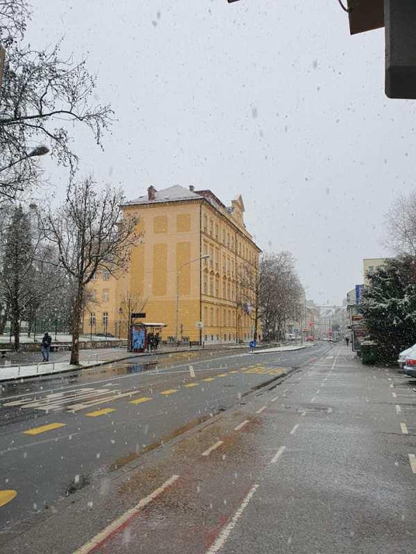Tesnenje PVC oken in vrat III. gimnazija Maribor