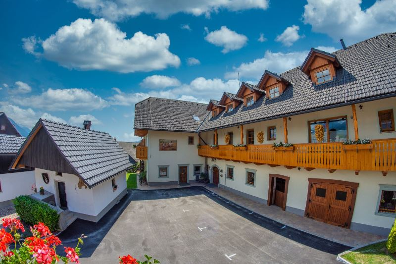 Turistična kmetija s prenočišči Bled, PRI BISCU